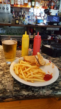 Mountain View, CA: Great patty-melt and fries.