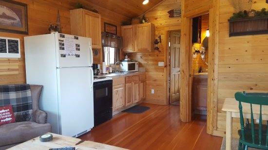 Grand Lake, CO: Angler Cabin #5 - Fully equipped kitchen with dining area