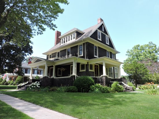 Brown S Manor Bed Breakfast Prince Edward On