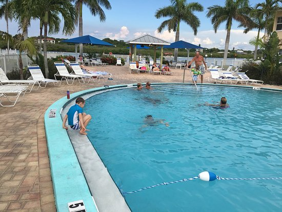 Barefoot Beach Resort: Seewasserpool