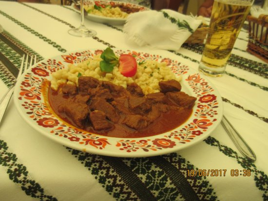 Balatonfoldvar, Węgry: Beef Stew with Noodles