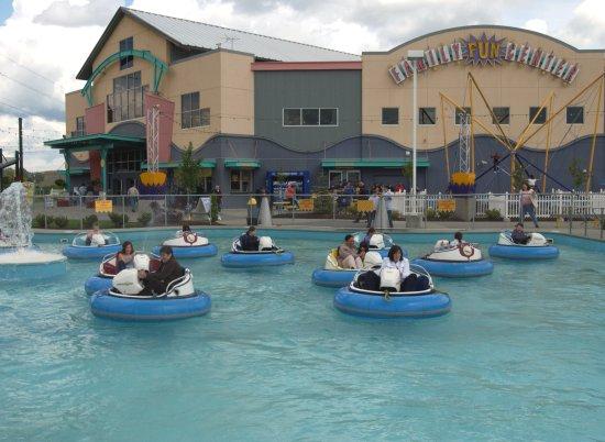 Family Fun Center Bumper Boats - Picture of Tukwila, Washington
