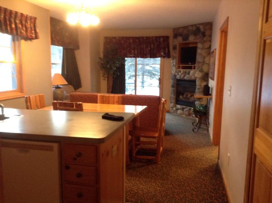 Breezy Point, MN: Kitchen, eating area and living area, taken from front hallway