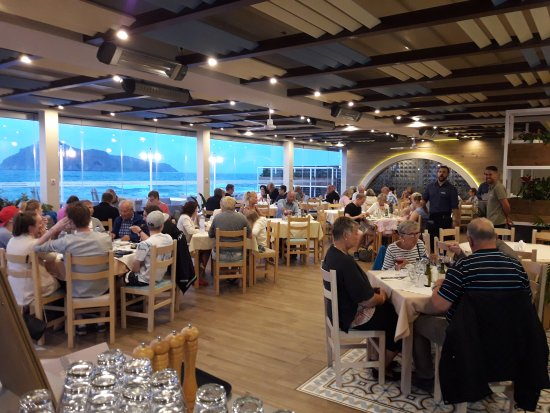 Very nice restaurant with good service and excellent food by the sea