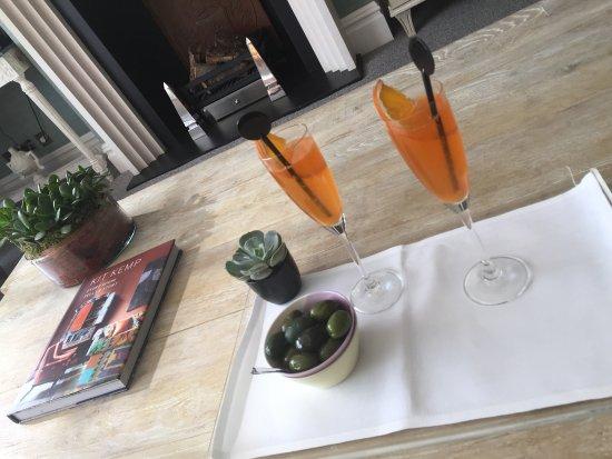 โรงแรมเดอะโซโฮ: Cocktails at 5pm.