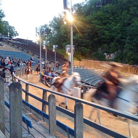 Bad Segeberg, Niemcy: Der plötzliche Ritt der Reiter nur 2m vor unseren Sitzen