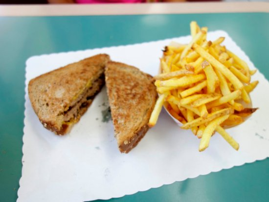 Altadena, CA: Patty Melt with Fries