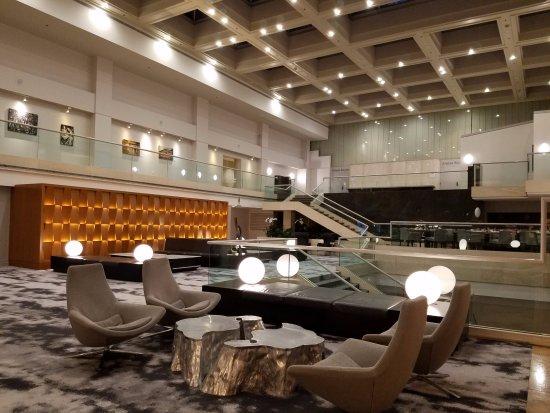 Washington Court Hotel on Capitol Hill: Hotel lobby seating