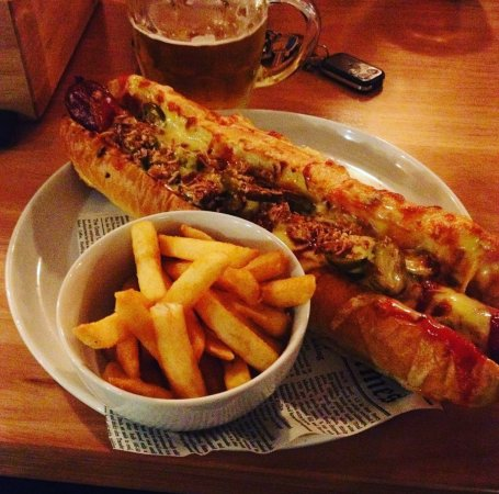 Bunbury, Australia: Cheesy chilli dog
