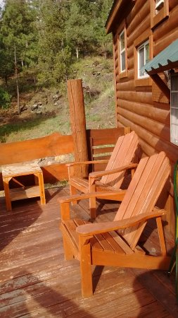 Alto, NM: Chairs outside by hot tub at Sam's cabin
