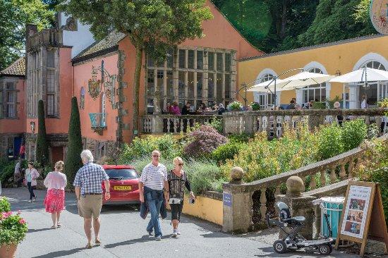 Portmeirion, UK: Lovely stuff...