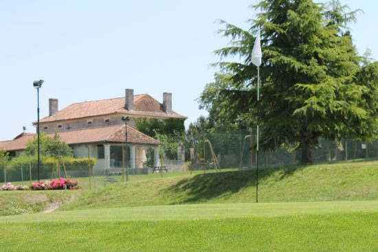 Pillac, France : The 9th green in front of the Manoir and Clubhouse..