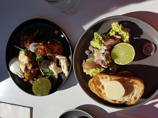 Albury, Australia: Saturday breakfast on the deck