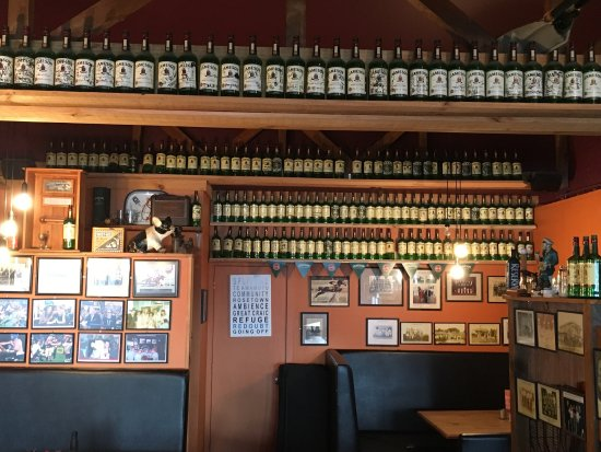 The Redoubt Bar and Eatery: photo5.jpg
