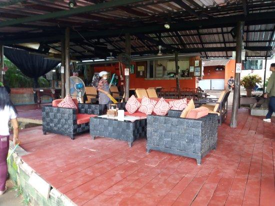 Hollanda Montri Guesthouse: Restaurant opgeknapt