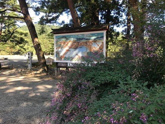Motsu-ji Temple: 境内には至る所に萩が植えられております。萩まつりは、毎年9月15日〜9月30日開催