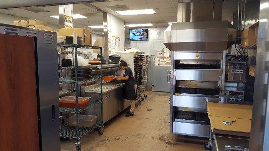 Эль-Кахон, Калифорния: Kitchen Area in Little Caesers