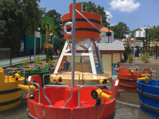 Austell, GA: Daffy Duck Bucket Blasters