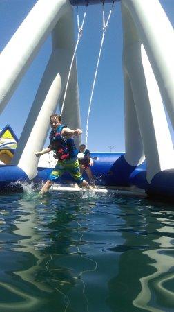 Woodland, Kaliforniya: Swing over the water