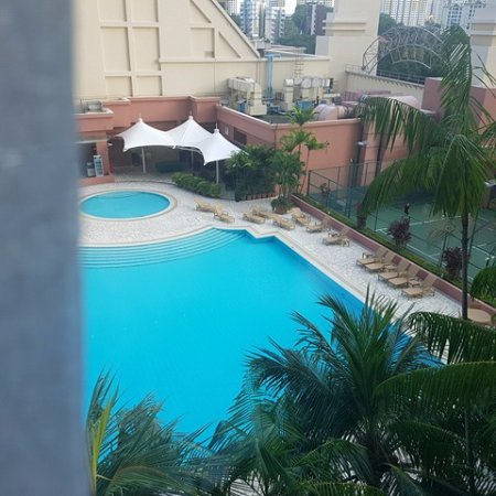 Great World Serviced Apartments: main pool and tennis court (which also doubles as a sauna, but that's Singapore :)