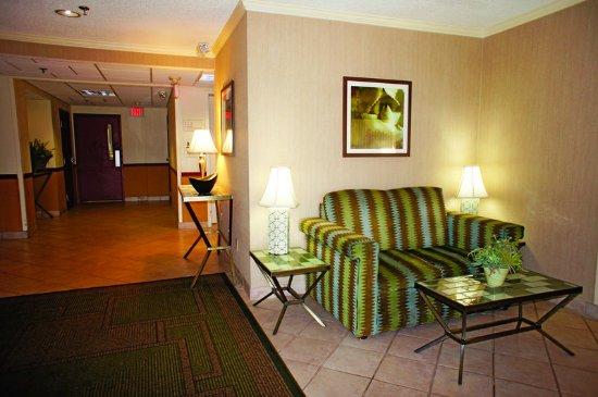 La Quinta Inn & Suites: LobbyView