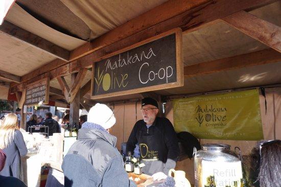 Matakana, New Zealand: Olive stand