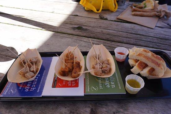 Matakana, New Zealand: Sausage stand