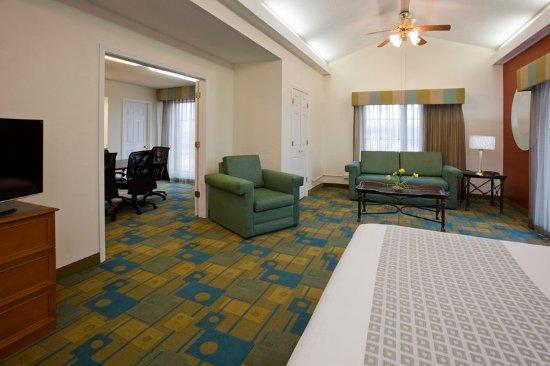 Oakbrook Terrace, IL: Suite