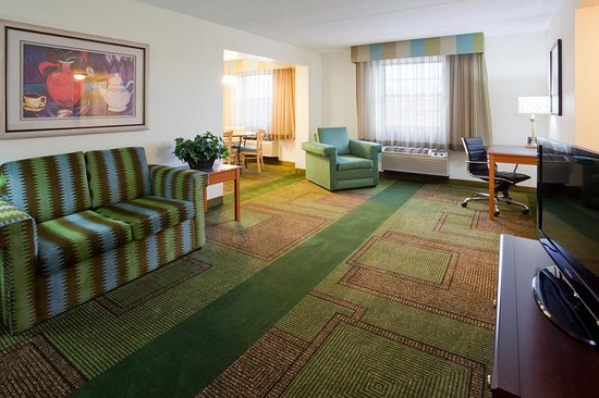 Oakbrook Terrace, IL: Suite