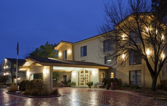 Oakbrook Terrace, IL: ExteriorView