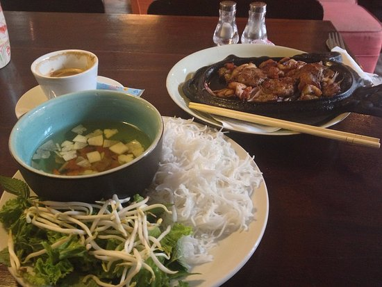 Vietnam Group Tour: bun cha Hanoi