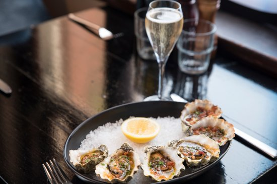 Ringwood, Australia: Oysters and bubbles