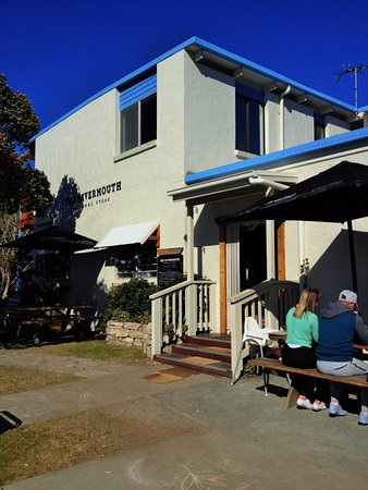 Tomakin, Australia: Sunny or shady outdoor seating