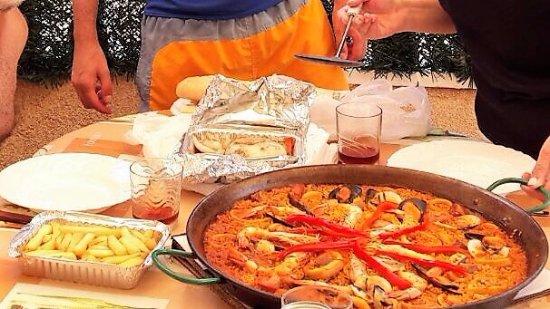 La Mata, Spain: Paella, sepia y ración de patatas fritas