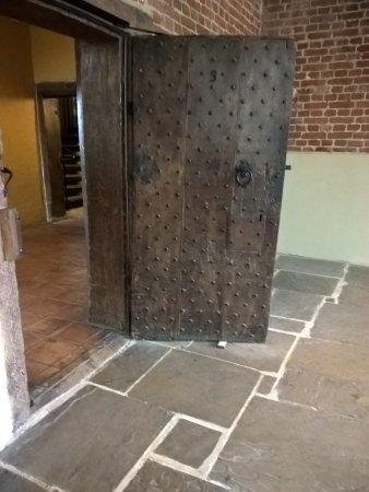 Barking, UK: Original Door