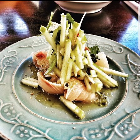 Cronulla, Australia: Kingfish sashimi, green apple salad