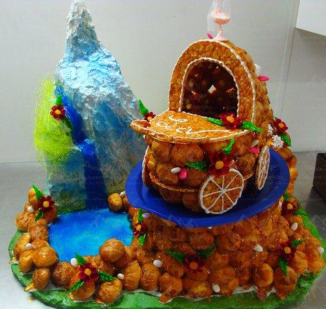 Pâtisserie Chocolaterie Champon  Pièce montée réalisée sur commande pour  un baptême