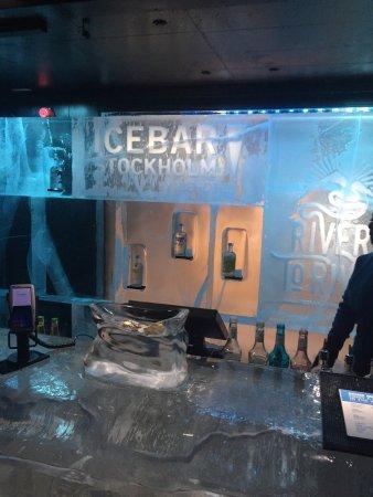 ICEBAR by ICEHOTEL Stockholm : photo2.jpg