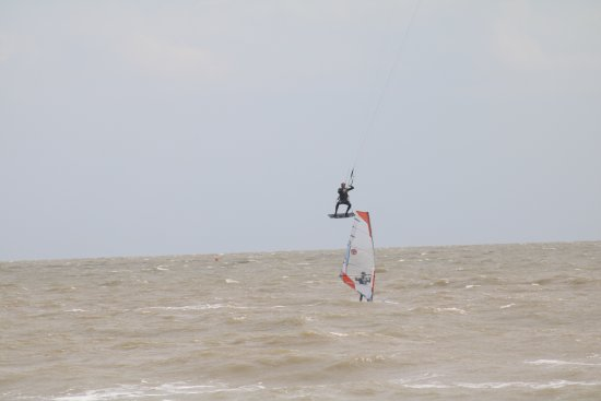 Frinton-On-Sea, UK: Two of the water sports taking place