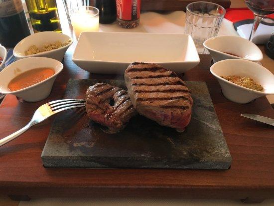 Territet, Sveits: Steak on a hot slate.
