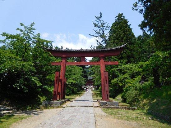 岩木山神社, 鳥居と参道