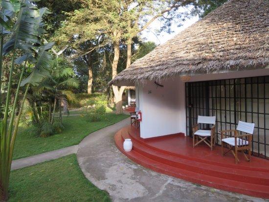 Ilboru Safari Lodge: Renovated bungalow by the back