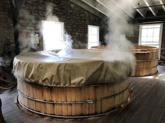 Versailles, KY : Bourbon fermenting
