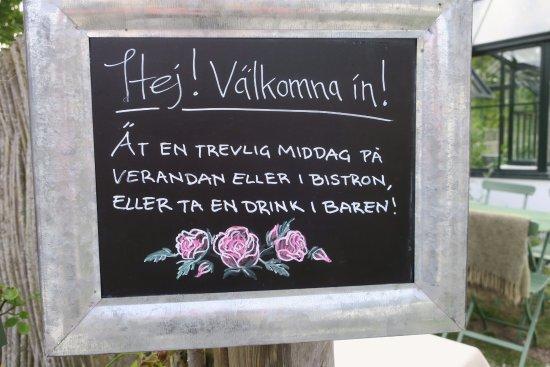 Ljugarn, Sweden: Välkomsttavlan - tyder på en trevlig attityd!
