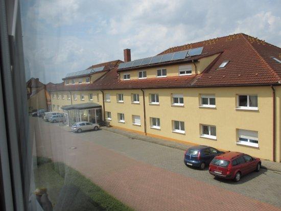 Reuterstadt Stavenhagen, เยอรมนี: Hof und Eingang zur Rezeption und zum Schwimmbad