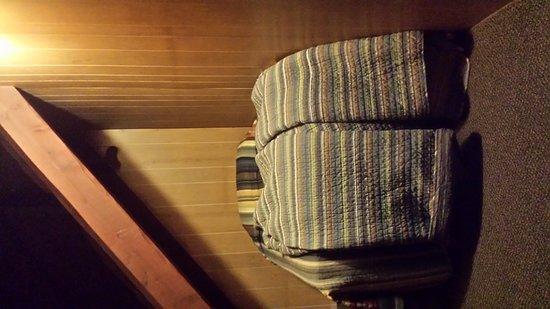 Arizona Mountain Inn & Cabins: Closet bedroom? Cabin 16