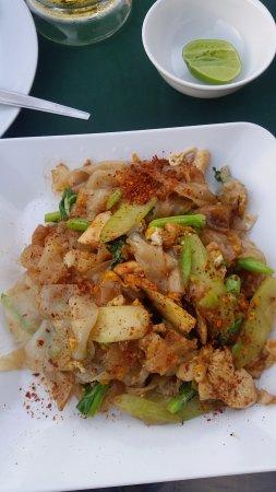 Sai Thong Restaurant: Pad see ew