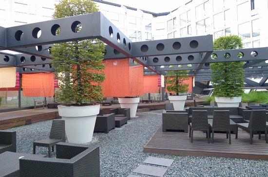 Grand Hotel Kempinski Geneva: 中庭のカフェ