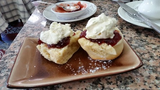 Leura, Australia: Lovely Devonshire Tea. Such an interesting place.