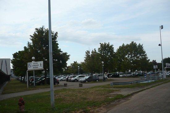 Entzheim, Francia: un des parkings